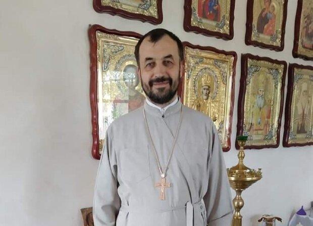 Священик перетворився на дизайнера і почав шити церковний одяг - натхнення від Бога і бабусина машинка