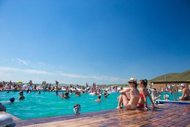 Експерти розвінчали міфи, які можуть зіпсувати літній відпочинок: запам'ятайте, а краще запишіть