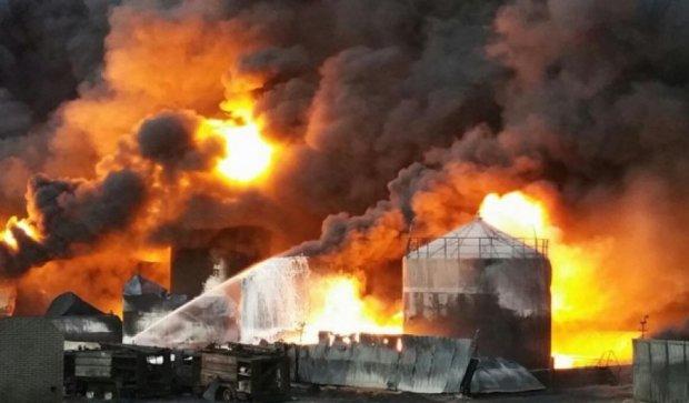 Київщині після  пожежі на нафтобазі загрожують кислотні дощі