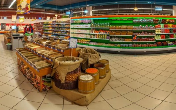 Обдурений платить двічі: нахабне шахрайство супермаркету потрапило на відео