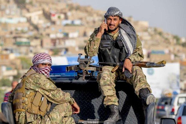 У Кабулі терористи захопили урядову будівлю: десятки поранених, сотні в полоні
