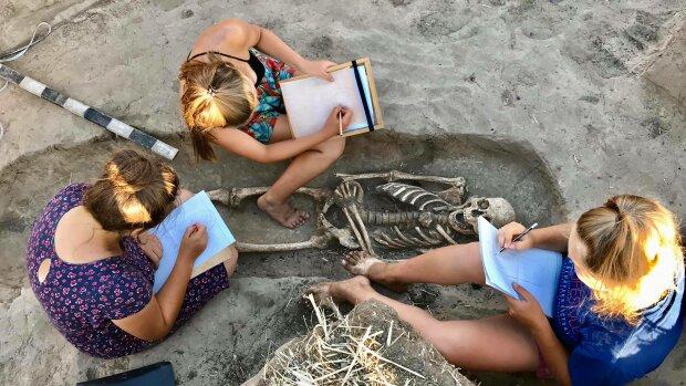 В Украине археологи натолкнулись на древнюю могилу с легендарными артефактами