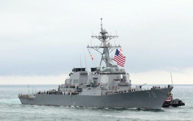 Військовий корабель США протаранив риболовне судно