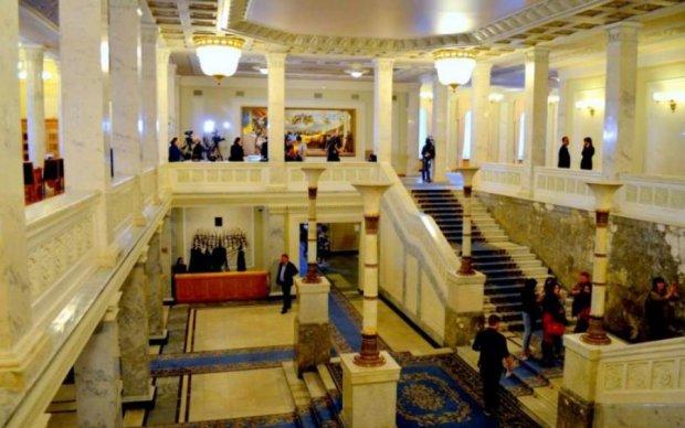 Депутати не пошкодували грошей українців на килим для Ради