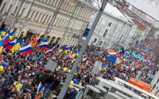 """На митинге в Питере звучит """"Слава Украине"""""""