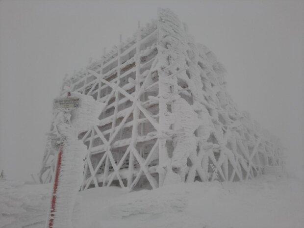 Карпаты замело снегом, фото: Facebook Ченогорский горный поисково-спасательный пост