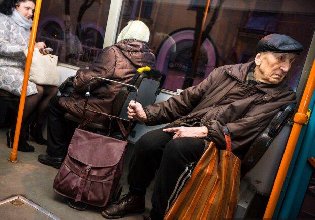 Пенсионеры, фото: maxim-nm.livejournal.com