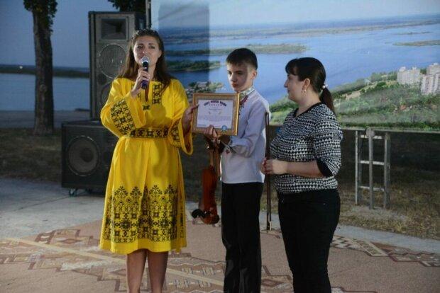 """Маленький українець увірвався до Книги рекордів неймовірними здібностями: """"Десять музичних інструментів"""""""