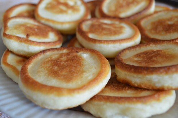 Швидкі оладки з родзинками стануть чудовим десертом або сніданком, простий рецепт