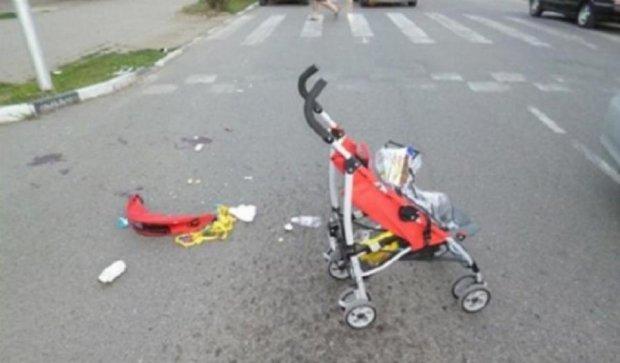Столичний водій на «зебрі» збив жінку з дитиною