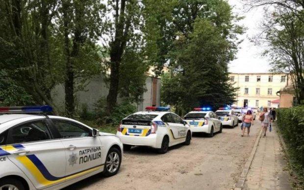 У Львові поліція штурмувала психлікарню, щоб звільнити заручників