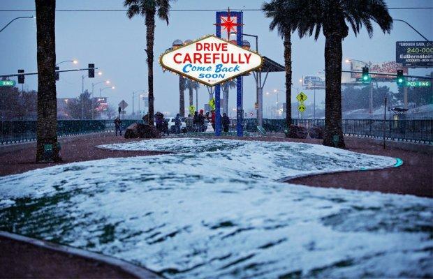 """Аномальна погода в Америці: """"місто ангелів"""" засипало снігом"""