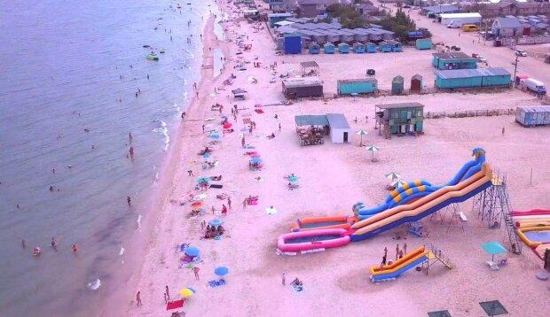 На Азовском море отдыхающие стали свидетелями прекрасного зрелища, — яркие кадры попали в сеть