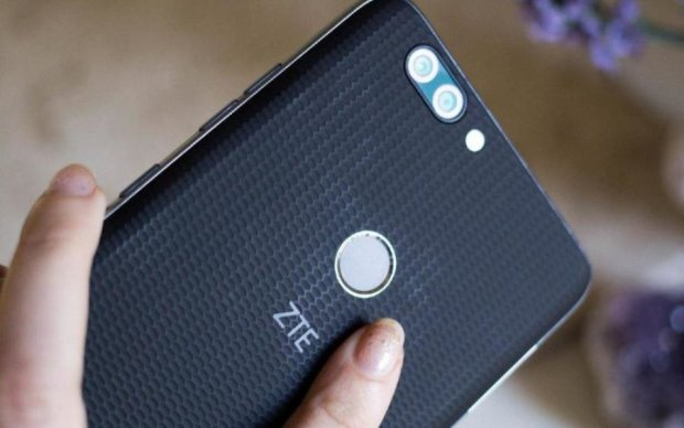 Трамп запретил США пользоваться китайскими смартфонами