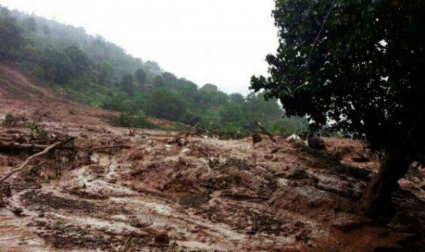 На закарпатське село обрушилися тонни землі