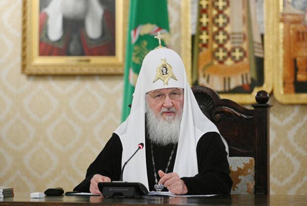 Глава РПЦ Кирилл призвал верующих к скромности, забыв о своей резиденции, яхте и элитных часах
