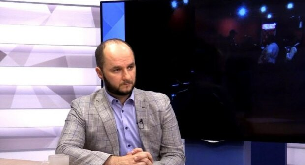 За посиденьки у Скабєєвої: одеському депутату підклали під двері презент просто з кладовища