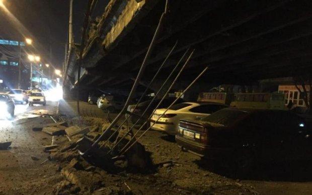 Аварія на ключовому мосту Києва спричинила величезні затори