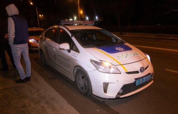 Відлетів на 50 метрів: у Києві авто знесло пішоходів, моторошна ДТП потрапила на відео