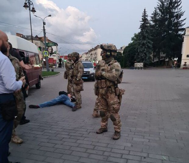 задержание террориста в Луцке, фото с Twitter