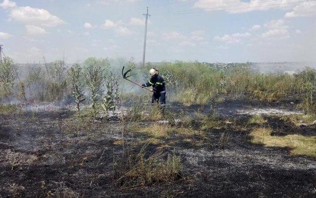 """Очередной день """"освобождения"""": боевики обстреляли пожарных"""