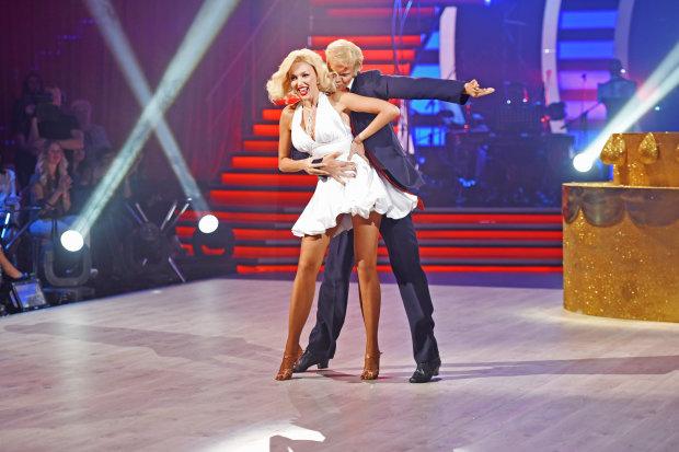 """Полякова влаштувала стриптиз на """"Танцях з зірками"""", почервонів навіть Горбунов: недитяче відео"""