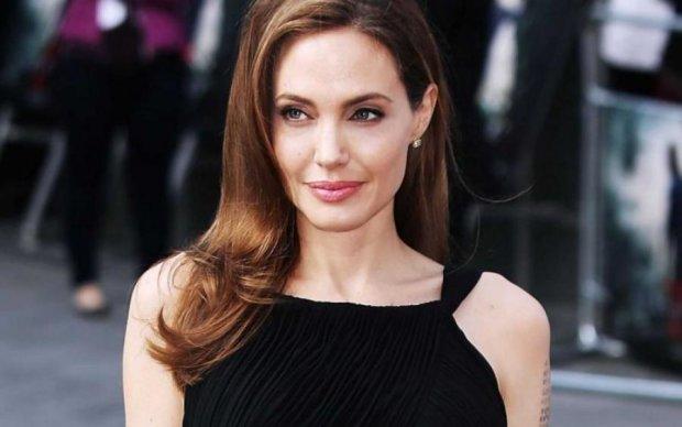 Джолі прийшла на дитяче свято без білизни: фото