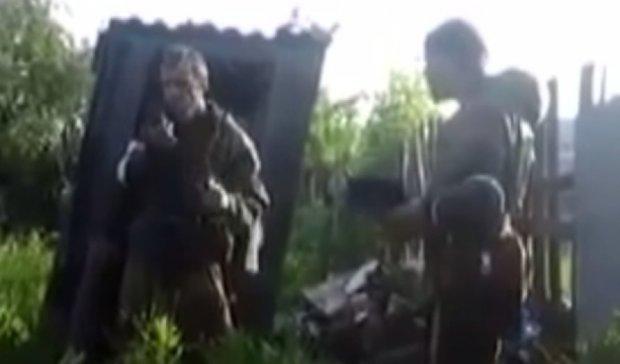 """Коригувальник терористів розсмішив мережу пошуком """"сосискіного дому"""" (відео)"""