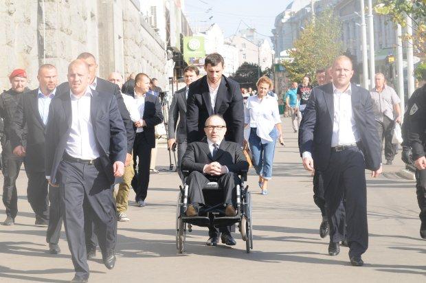 """Кернеса потрібно """"вигулювати"""" за 500 гривень на годину? Харків'яни показали вакансію мрії"""