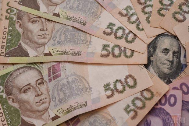 Курс доллара до конца года заставит украинцев отказаться от новогодних подарков