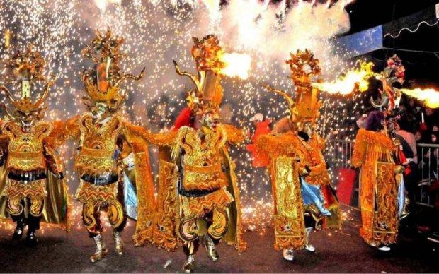 Потужний вибух зірвав легендарний карнавал, багато жертв