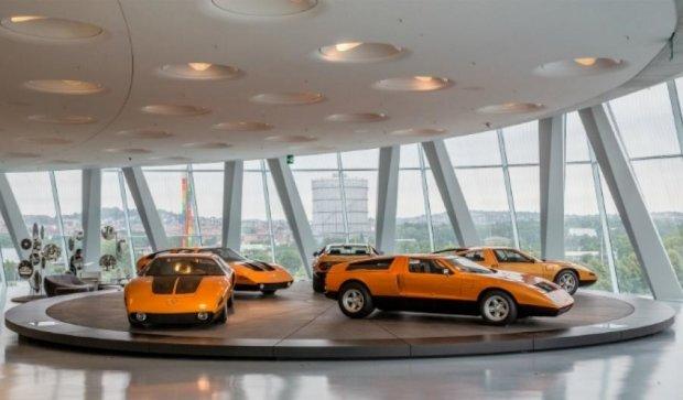 Mercedes-Benz предложил сотрудникам BMW бесплатное обслуживание