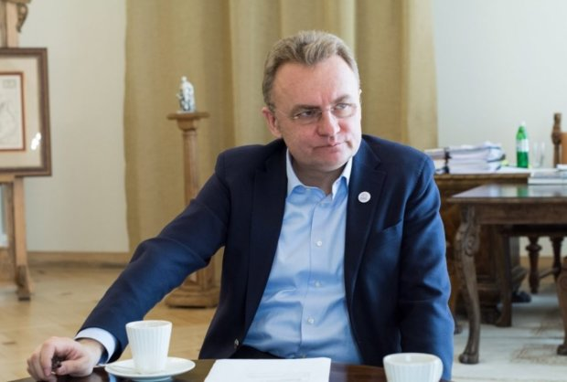 Львівський активіст проник і показав, що насправді відбувається в кабінеті Садового: такого не очікував ніхто