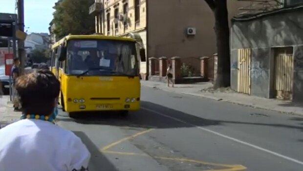 Автобус в Івано-Франківську, кадр з відео, зображення ілюстративне: YouTube