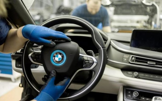 Снимки долгожданного купе BMW слили до премьеры