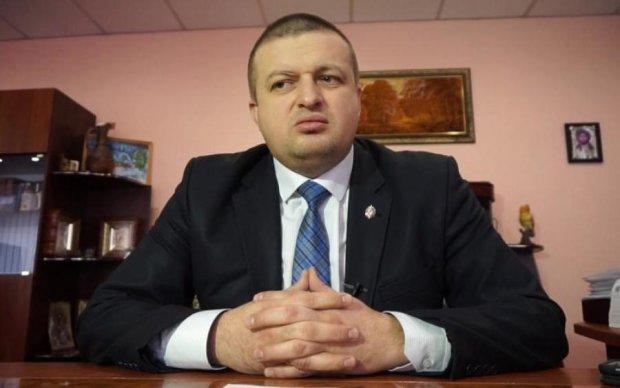 Пузаті українські менти поїдуть в АТО через Газманова і Путіна