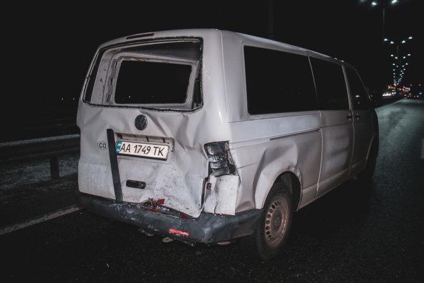 """Под Киевом прогремело тройное ДТП, на месте """"скорая"""" и полиция"""