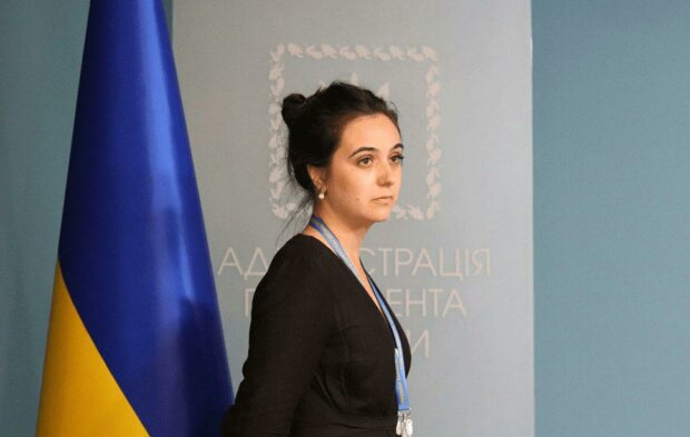 Пресс-секретарю Зеленского Мендель грозит арест