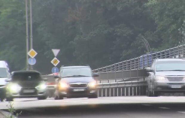 Автомобили на еврономерах, фото: кадр из видео