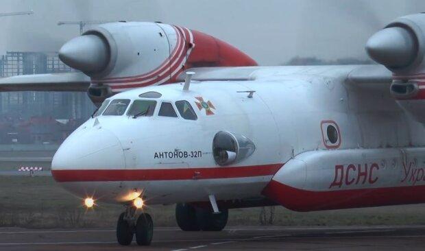 Самолет ГСЧС Украины, скриншот: YouTube