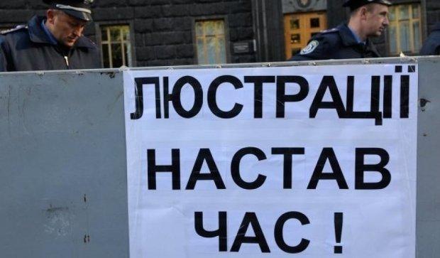 """Киевский судья узаконил """"наливайку"""" своего отца как вещественное доказательство"""