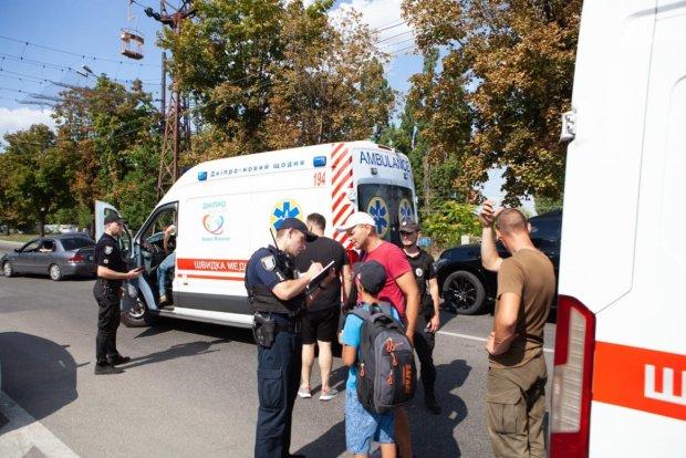 В Днепре ребенка сбили прямо на пешеходном переходе: шокирующие кадры с места ДТП