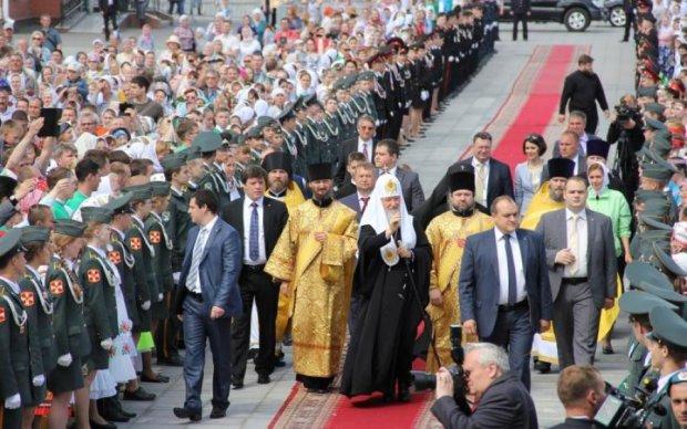 Нечувана зухвалість: московські попи виманюють гроші у дітей