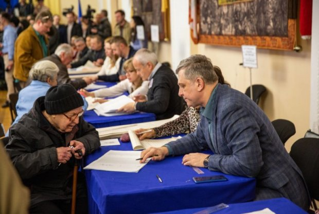 Парламентські вибори 2019: у ЦВК публікують результати, українці завмерли в очікуванні