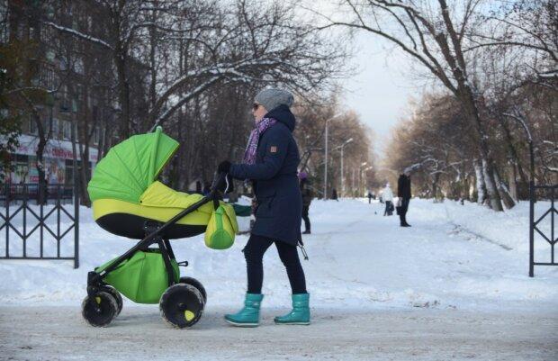 Допомога на дитину та декрет: молодих матусь терміново попередили про зміни у виплатах