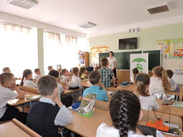 """Украинским детям предлагают """"классную"""" реформу: в школу раз в полгода"""