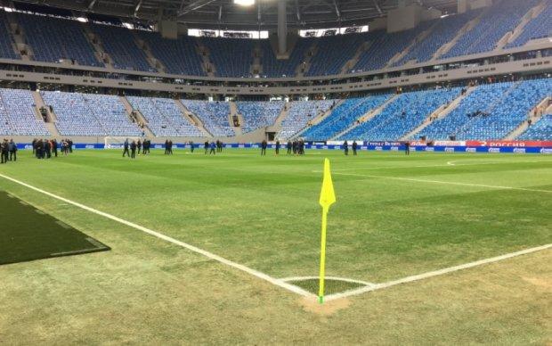 В сети высмеяли пластиковый газон самого дорогого стадиона России