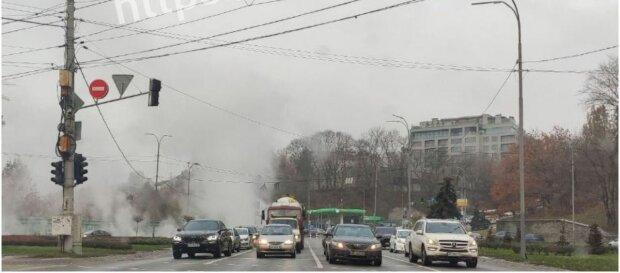 У Києві стався прорив теплотраси, фото: Київ зараз