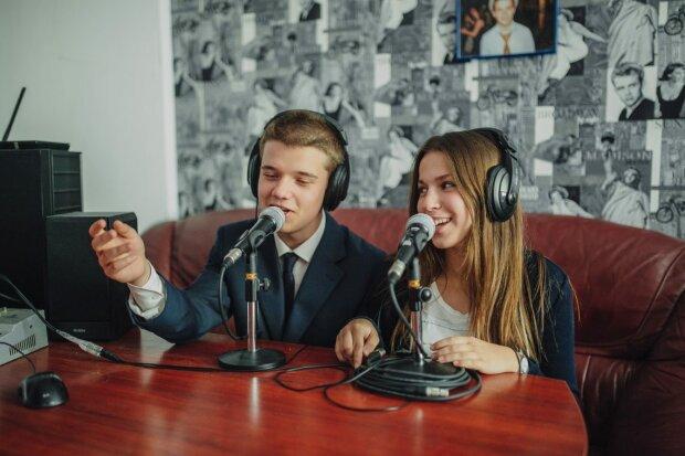 """На одній хвилі зі студентами: у Франківську з'явиться """"наймолодше"""" радіо України"""