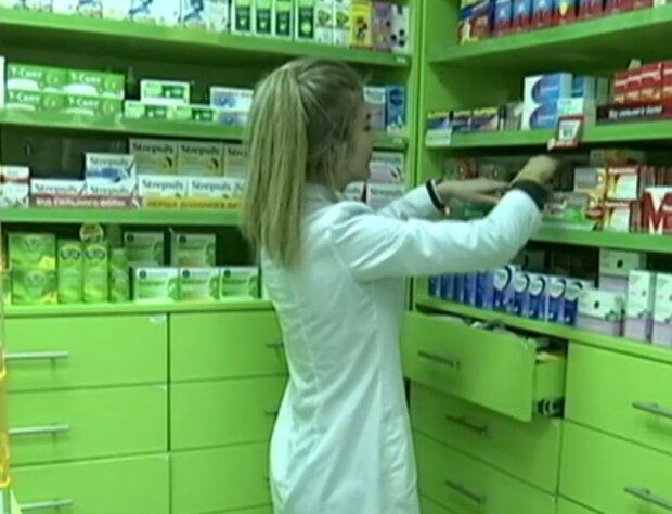 В київських аптеках дорожчають маски, скрін з відео